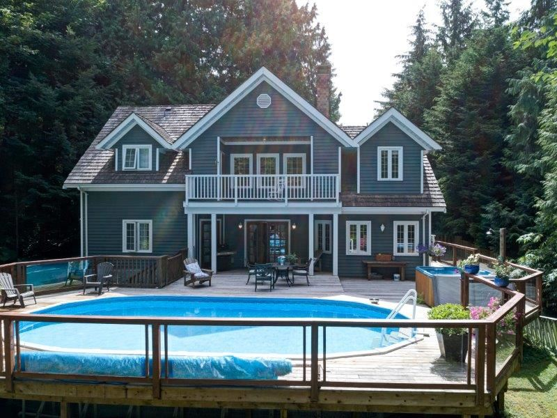 Detached at 1379 PARK AVENUE, Sunshine Coast, British Columbia. Image 1