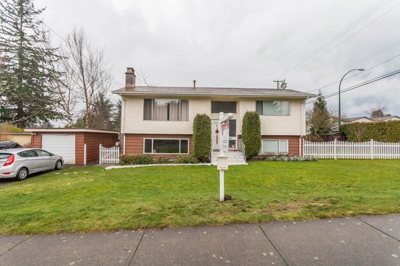 Detached at 15610 RUSSELL AVENUE, South Surrey White Rock, British Columbia. Image 1