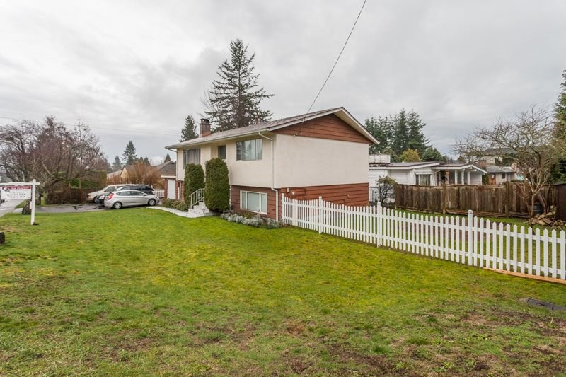 Detached at 15610 RUSSELL AVENUE, South Surrey White Rock, British Columbia. Image 4