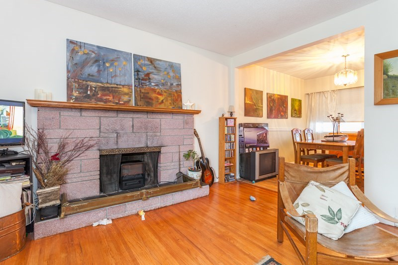 Detached at 15610 RUSSELL AVENUE, South Surrey White Rock, British Columbia. Image 5