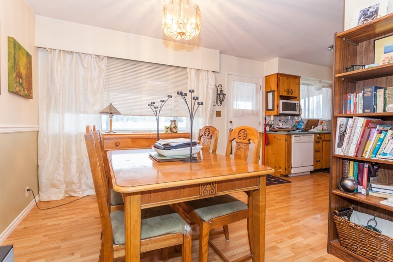 Detached at 15610 RUSSELL AVENUE, South Surrey White Rock, British Columbia. Image 6