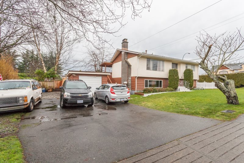 Detached at 15610 RUSSELL AVENUE, South Surrey White Rock, British Columbia. Image 12
