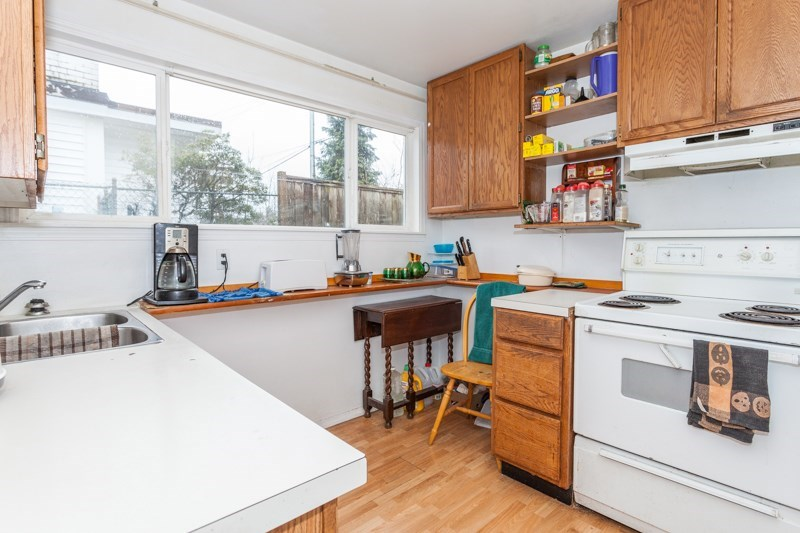 Detached at 15610 RUSSELL AVENUE, South Surrey White Rock, British Columbia. Image 13