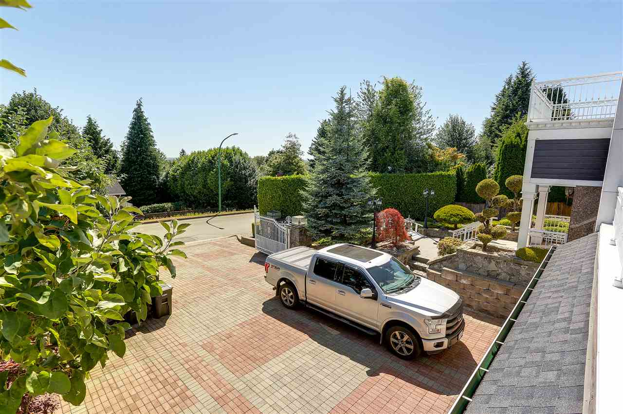 Detached at 4375 WINNIFRED STREET, Burnaby South, British Columbia. Image 3