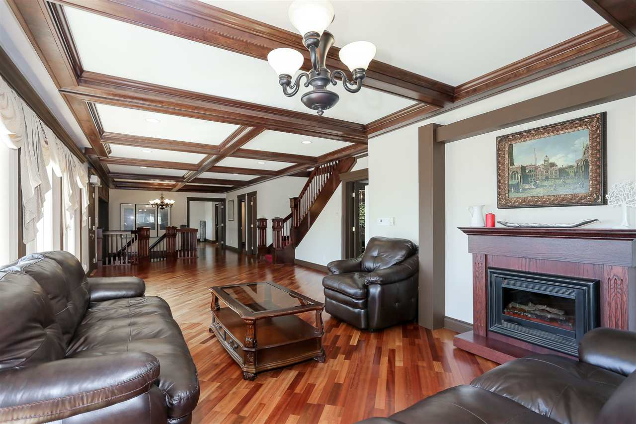 Detached at 4375 WINNIFRED STREET, Burnaby South, British Columbia. Image 5