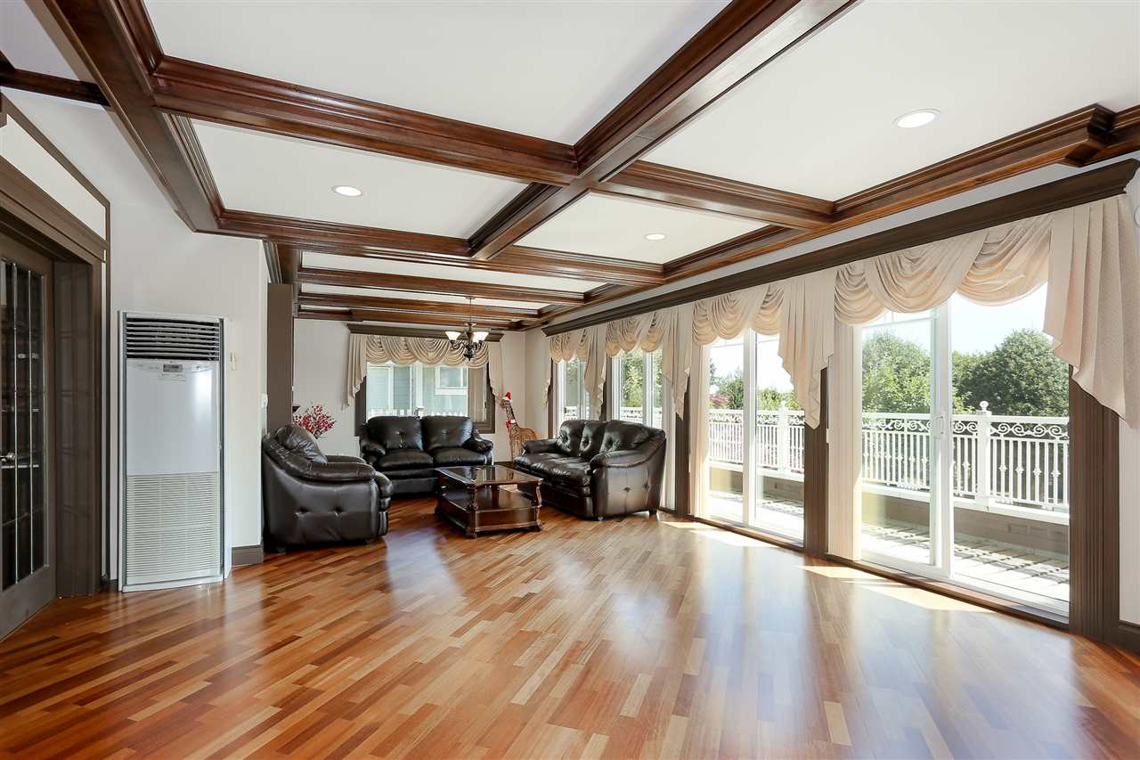 Detached at 4375 WINNIFRED STREET, Burnaby South, British Columbia. Image 6