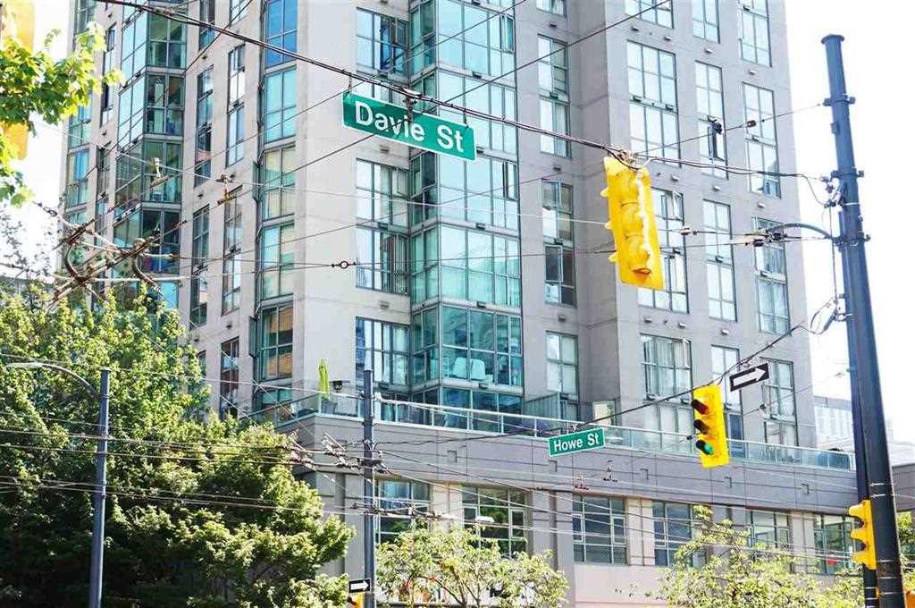 Condo Apartment at 2007 1188 HOWE STREET, Unit 2007, Vancouver West, British Columbia. Image 2