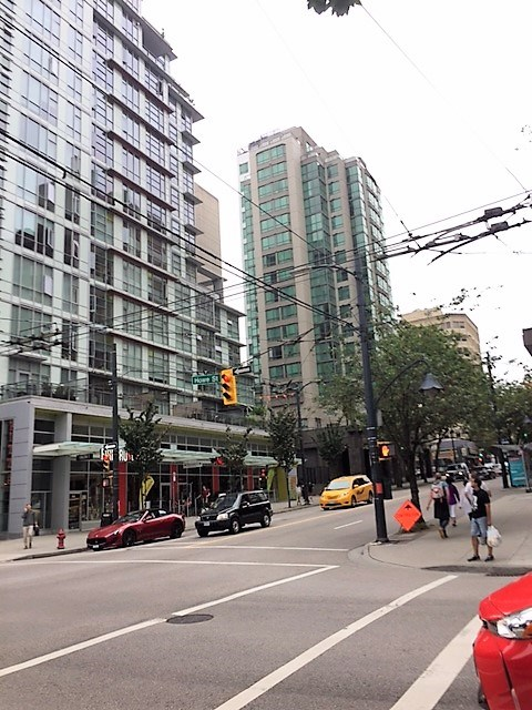 Condo Apartment at 2007 1188 HOWE STREET, Unit 2007, Vancouver West, British Columbia. Image 18