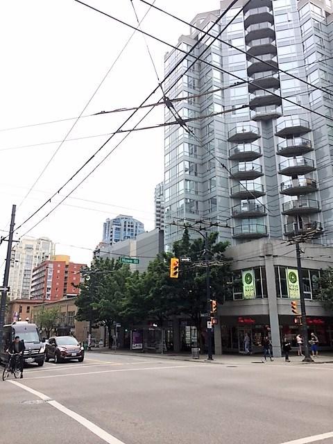 Condo Apartment at 2007 1188 HOWE STREET, Unit 2007, Vancouver West, British Columbia. Image 19