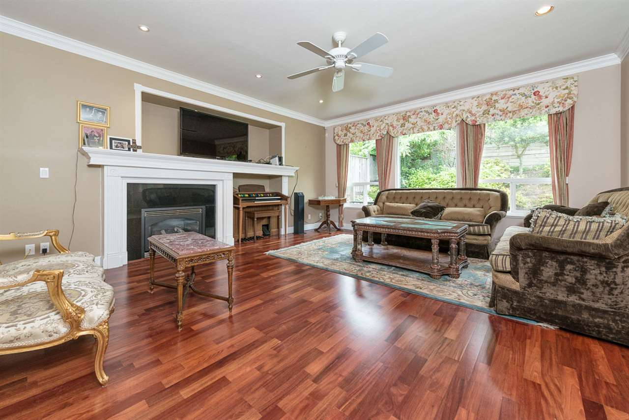 Detached at 220 PARKSIDE DRIVE, Port Moody, British Columbia. Image 6