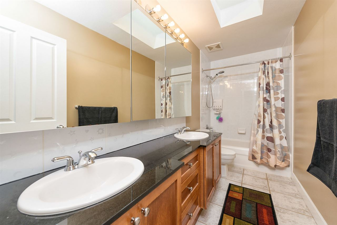 Detached at 220 PARKSIDE DRIVE, Port Moody, British Columbia. Image 15