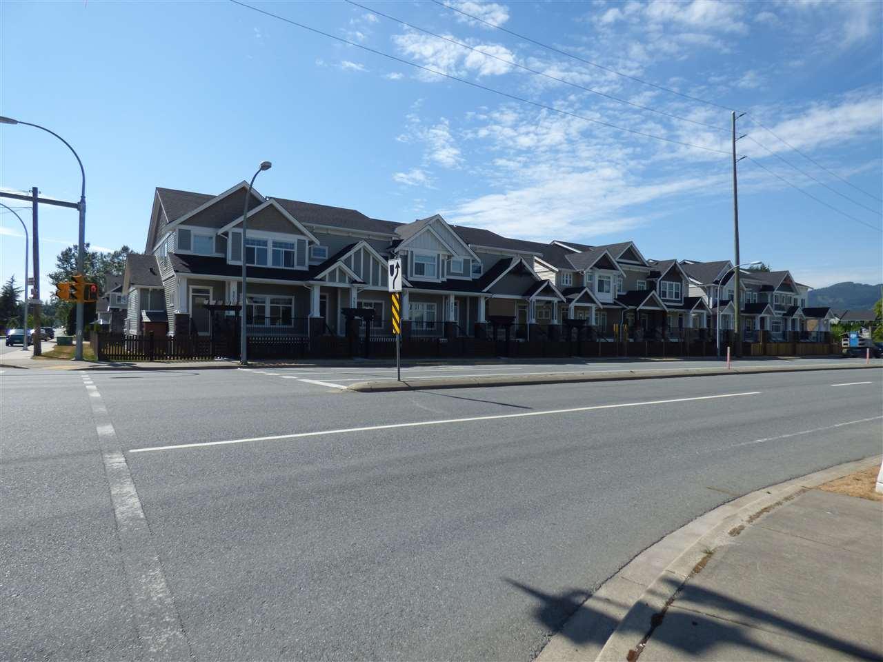 Townhouse at 8605 CEDAR STREET, Mission, British Columbia. Image 3