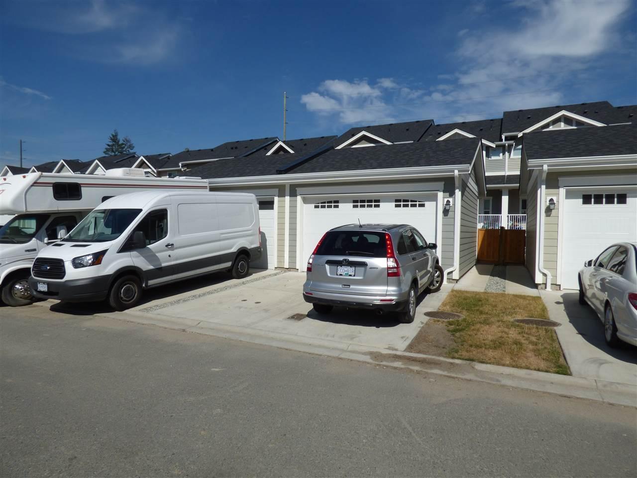 Townhouse at 8605 CEDAR STREET, Mission, British Columbia. Image 4