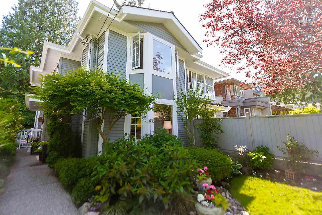 Half-duplex at 6360 DOUGLAS STREET, West Vancouver, British Columbia. Image 3
