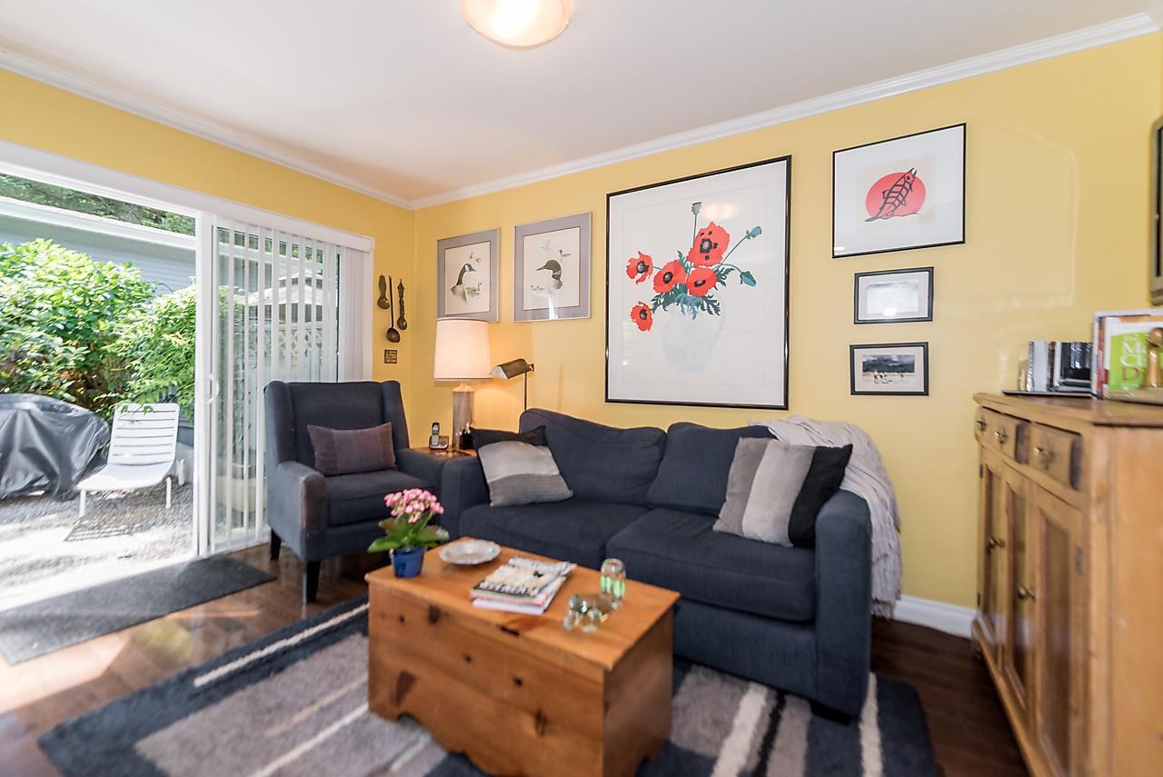 Half-duplex at 6360 DOUGLAS STREET, West Vancouver, British Columbia. Image 12