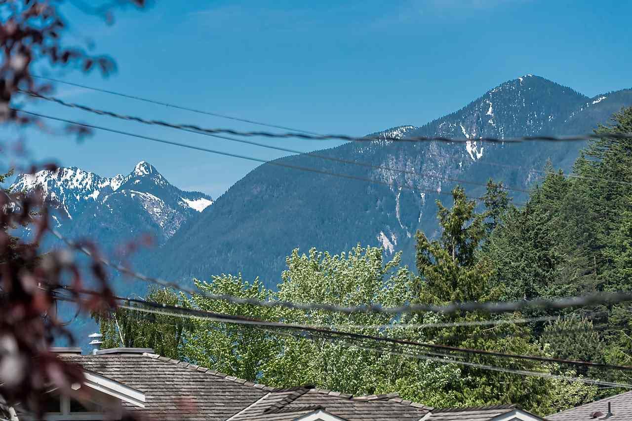 Half-duplex at 6360 DOUGLAS STREET, West Vancouver, British Columbia. Image 16