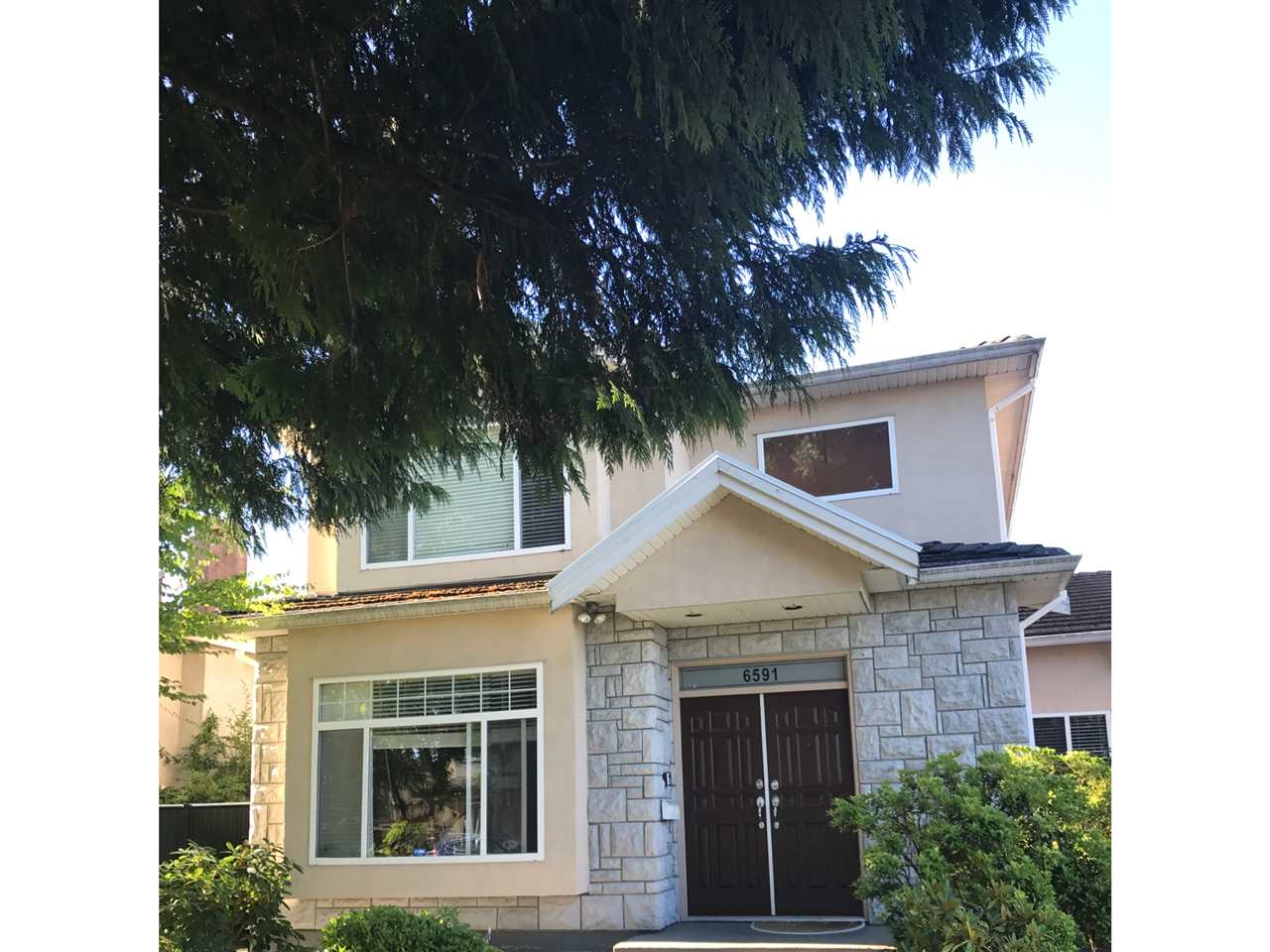 Half-duplex at 6591 WINCH STREET, Burnaby North, British Columbia. Image 2