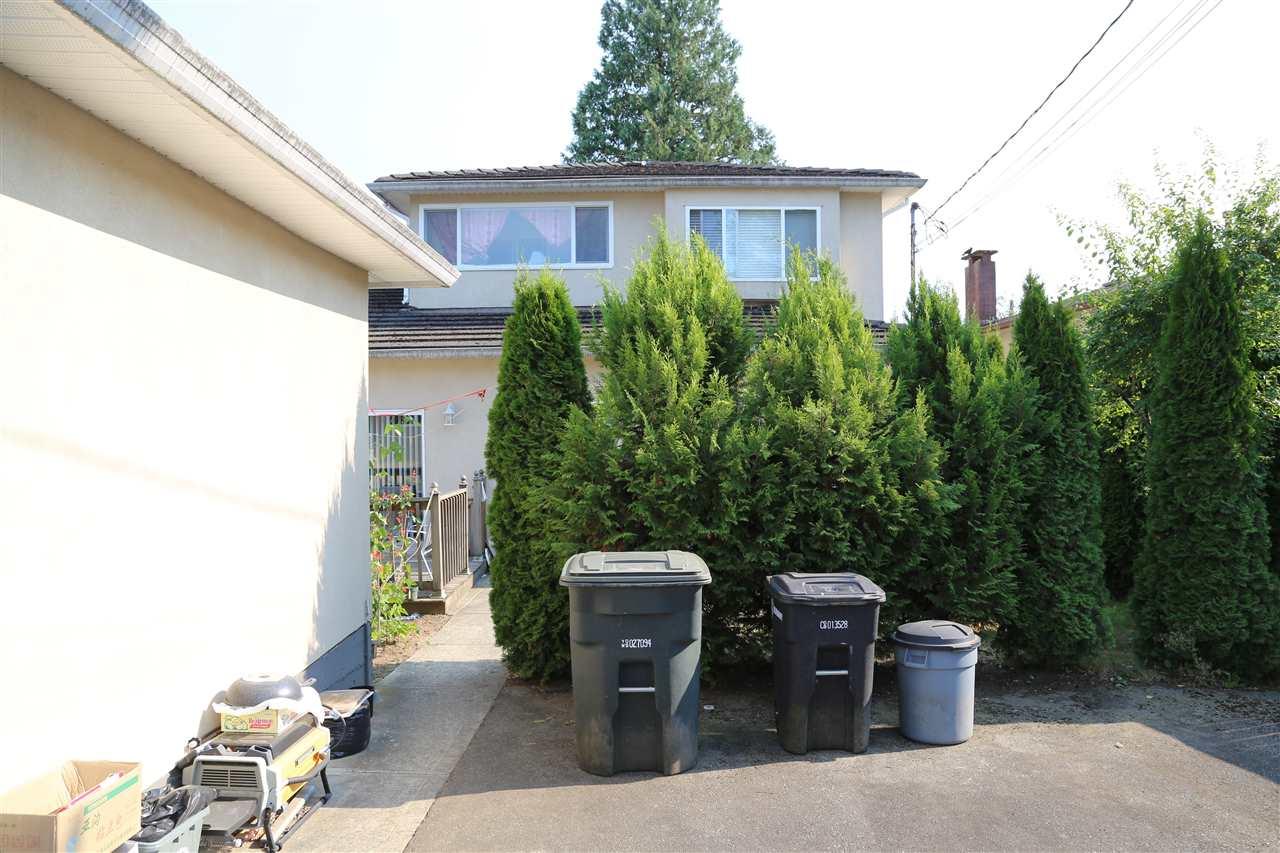 Half-duplex at 6591 WINCH STREET, Burnaby North, British Columbia. Image 14