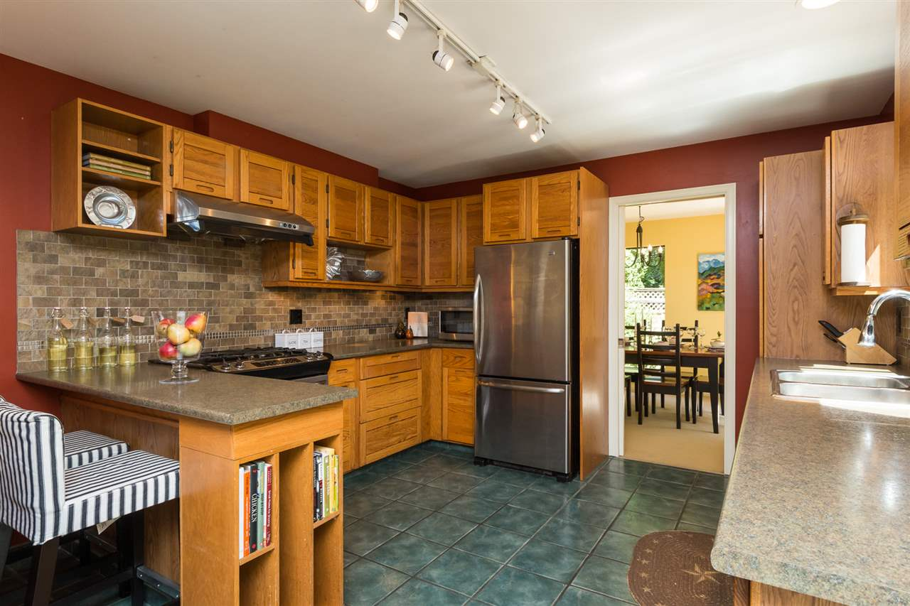 Detached at 13278 19A AVENUE, South Surrey White Rock, British Columbia. Image 5