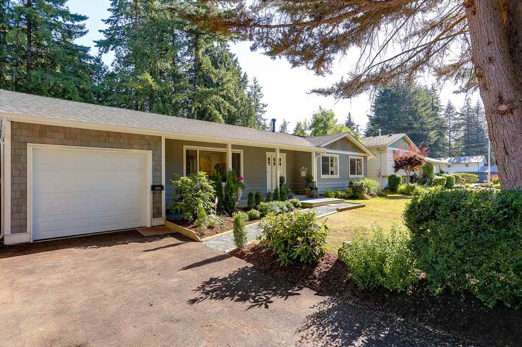 Detached at 19868 36 AVENUE, Langley, British Columbia. Image 2