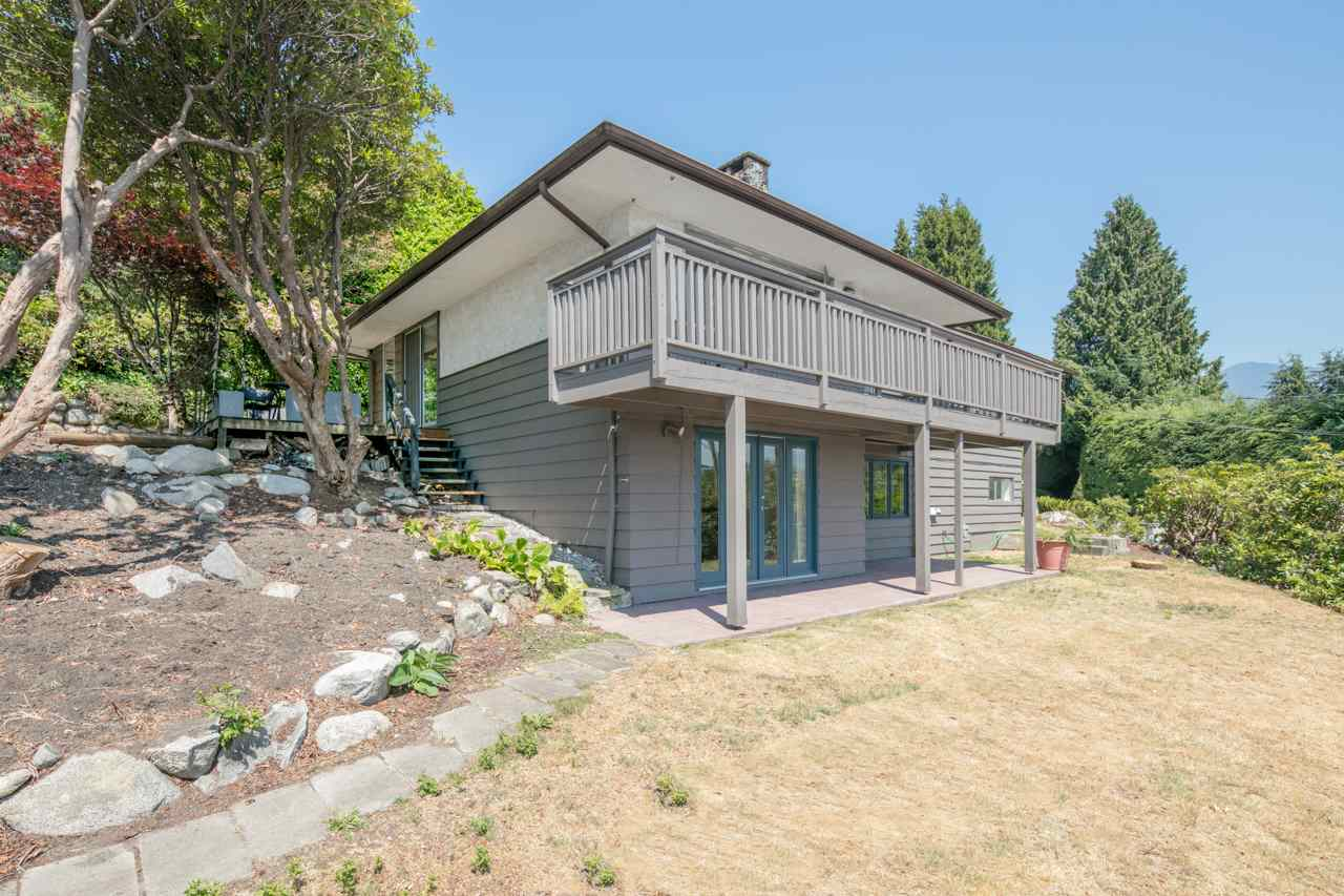 Detached at 855 8TH STREET, West Vancouver, British Columbia. Image 3