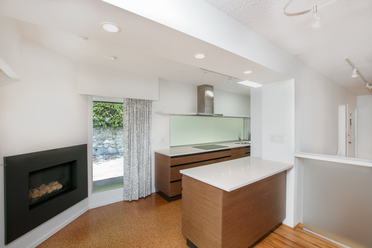 Detached at 855 8TH STREET, West Vancouver, British Columbia. Image 5