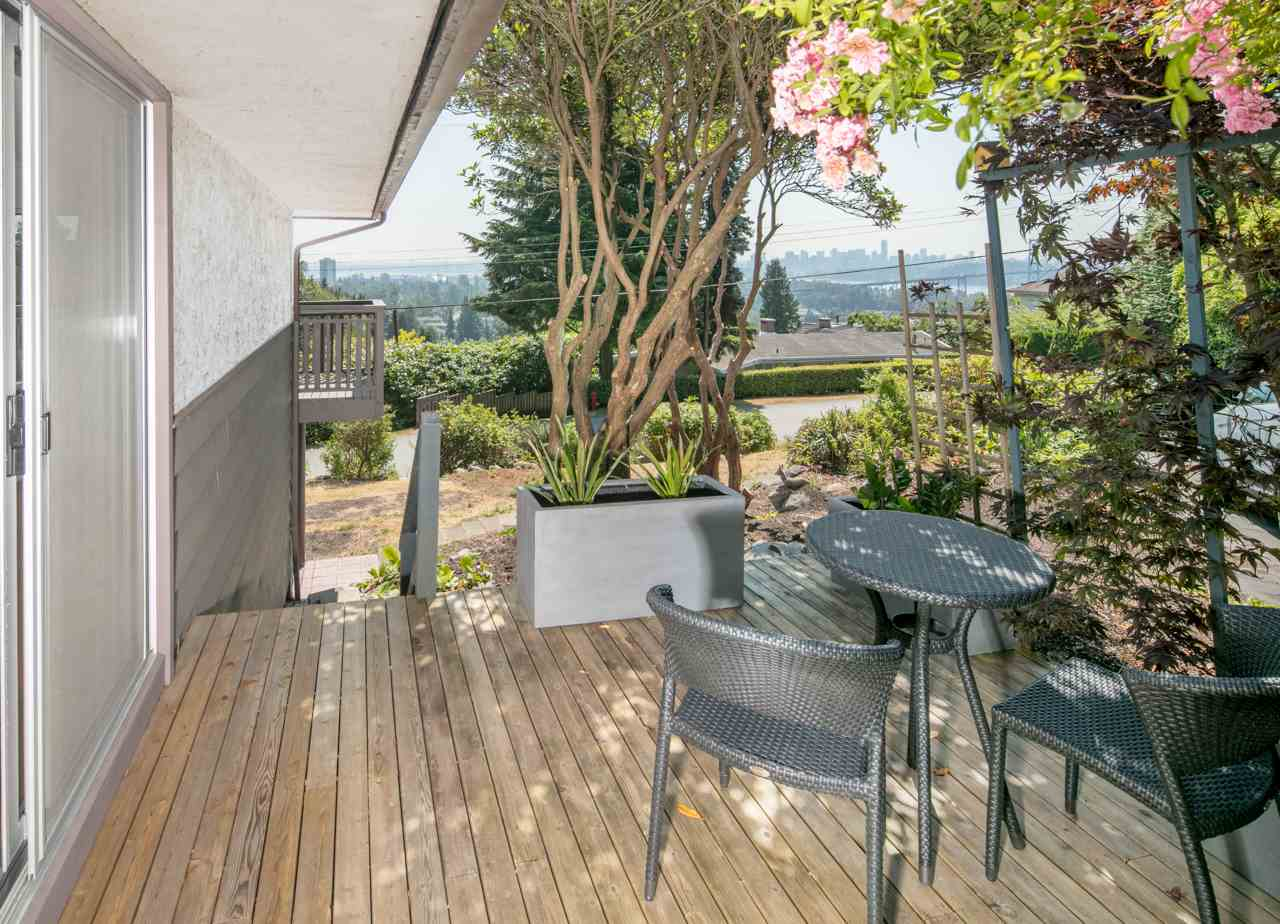 Detached at 855 8TH STREET, West Vancouver, British Columbia. Image 9