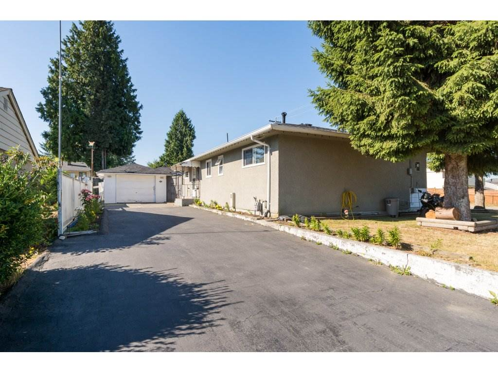Detached at 9534 114 STREET, N. Delta, British Columbia. Image 2