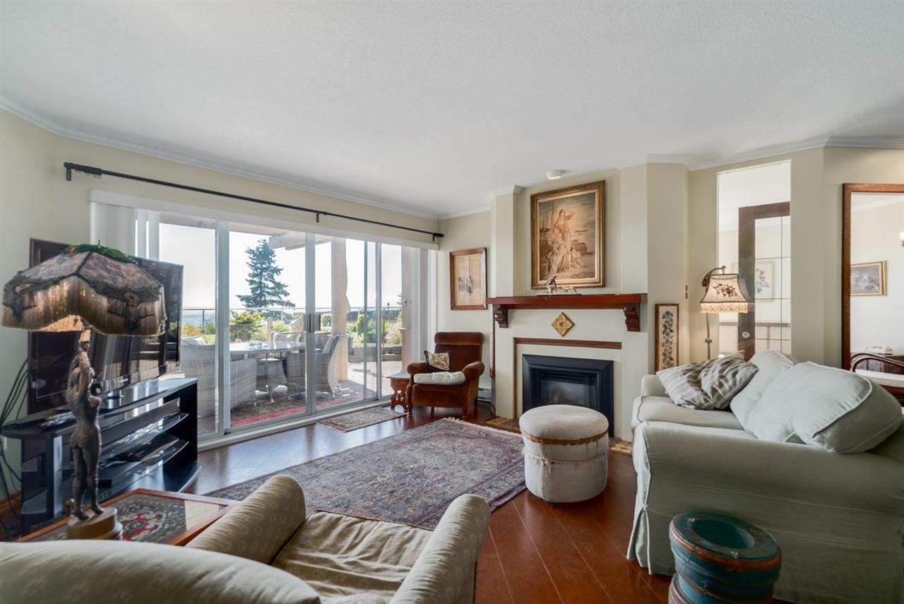 Condo Apartment at 104 15025 VICTORIA AVENUE, Unit 104, South Surrey White Rock, British Columbia. Image 4
