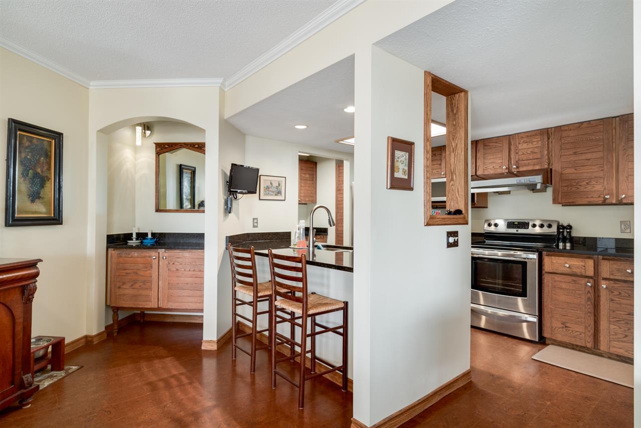 Condo Apartment at 104 15025 VICTORIA AVENUE, Unit 104, South Surrey White Rock, British Columbia. Image 7