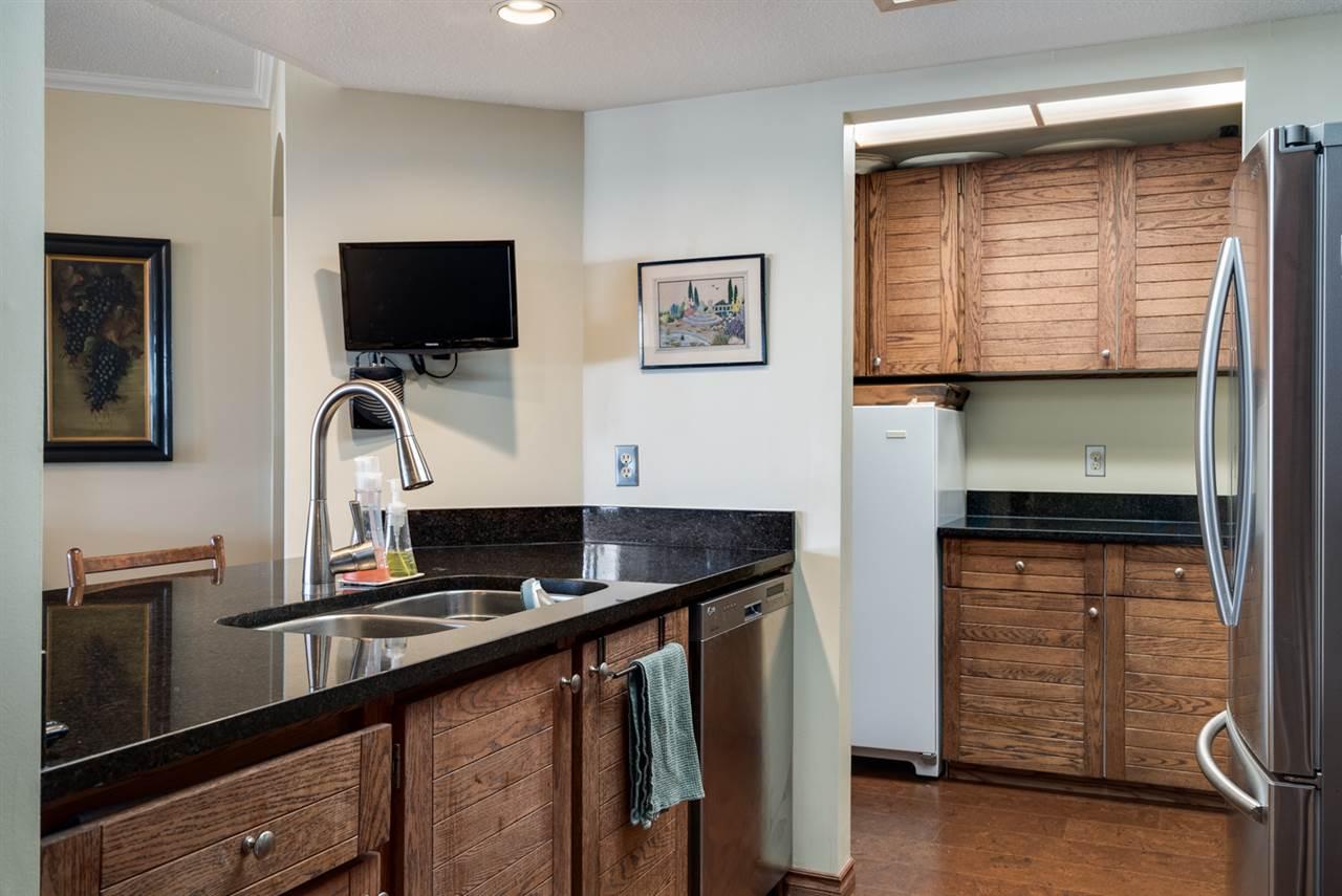 Condo Apartment at 104 15025 VICTORIA AVENUE, Unit 104, South Surrey White Rock, British Columbia. Image 8