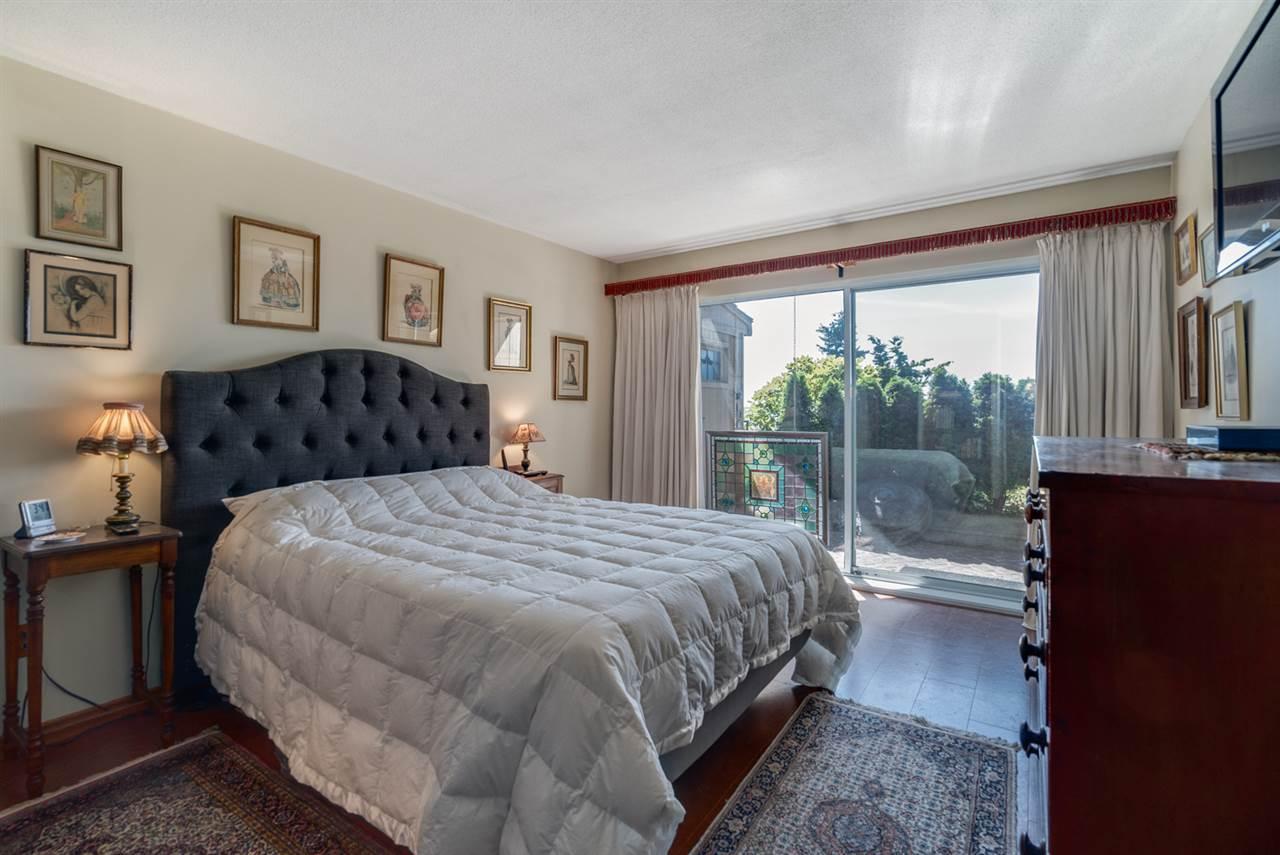 Condo Apartment at 104 15025 VICTORIA AVENUE, Unit 104, South Surrey White Rock, British Columbia. Image 14