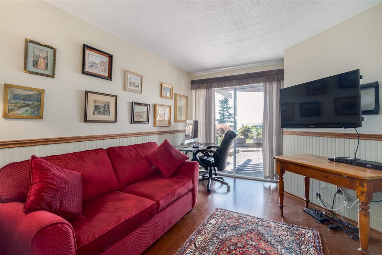 Condo Apartment at 104 15025 VICTORIA AVENUE, Unit 104, South Surrey White Rock, British Columbia. Image 15