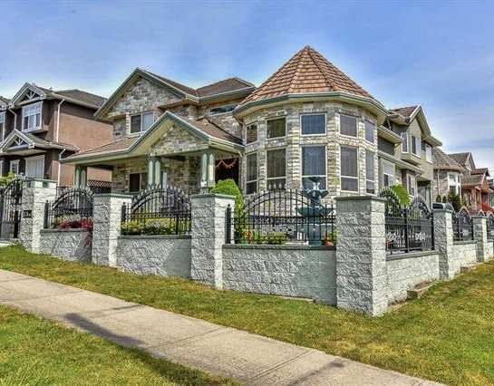 Detached at 719 THIRTEENTH STREET, New Westminster, British Columbia. Image 1