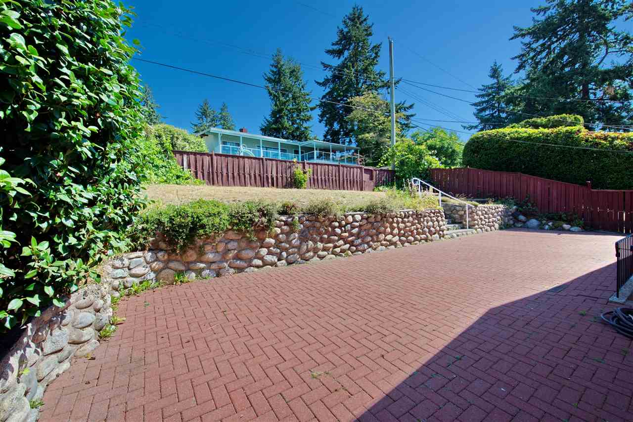 Detached at 4821 CARSON PLACE, Burnaby South, British Columbia. Image 7
