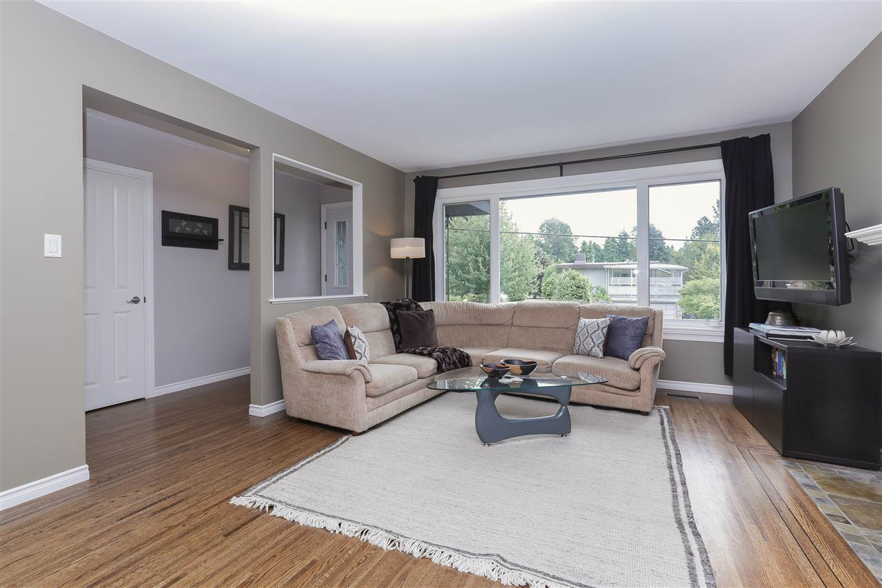 Detached at 923 PLYMOUTH DRIVE, North Vancouver, British Columbia. Image 2