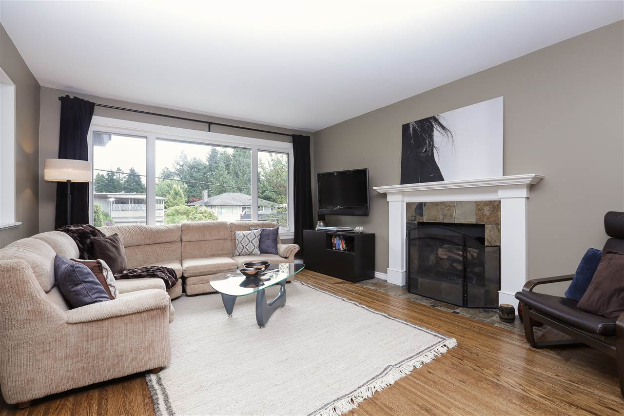 Detached at 923 PLYMOUTH DRIVE, North Vancouver, British Columbia. Image 3