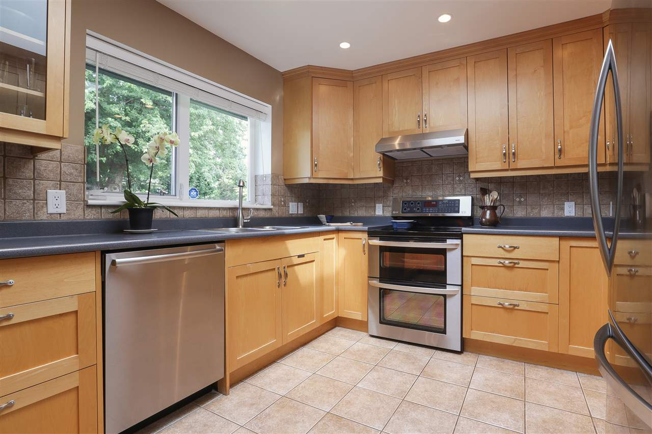 Detached at 923 PLYMOUTH DRIVE, North Vancouver, British Columbia. Image 5