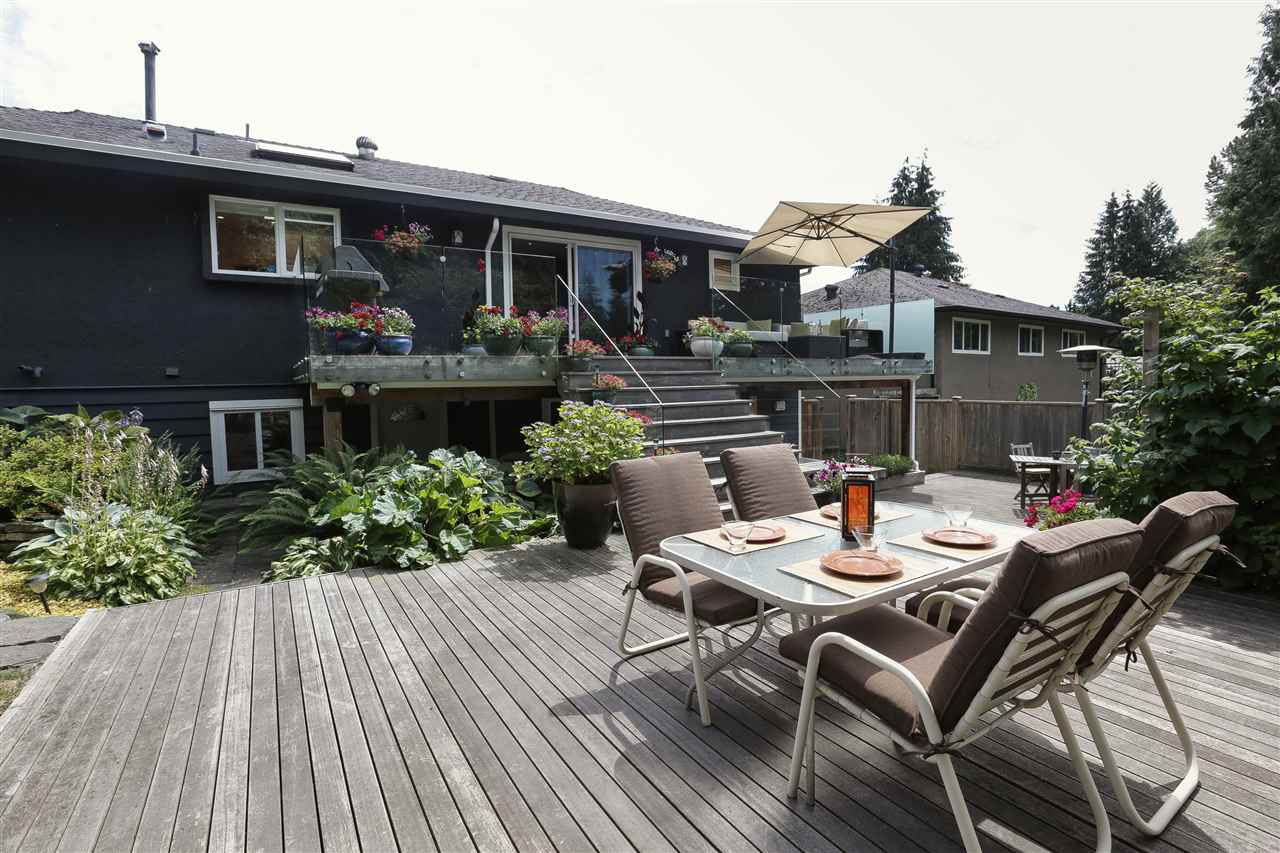 Detached at 923 PLYMOUTH DRIVE, North Vancouver, British Columbia. Image 8