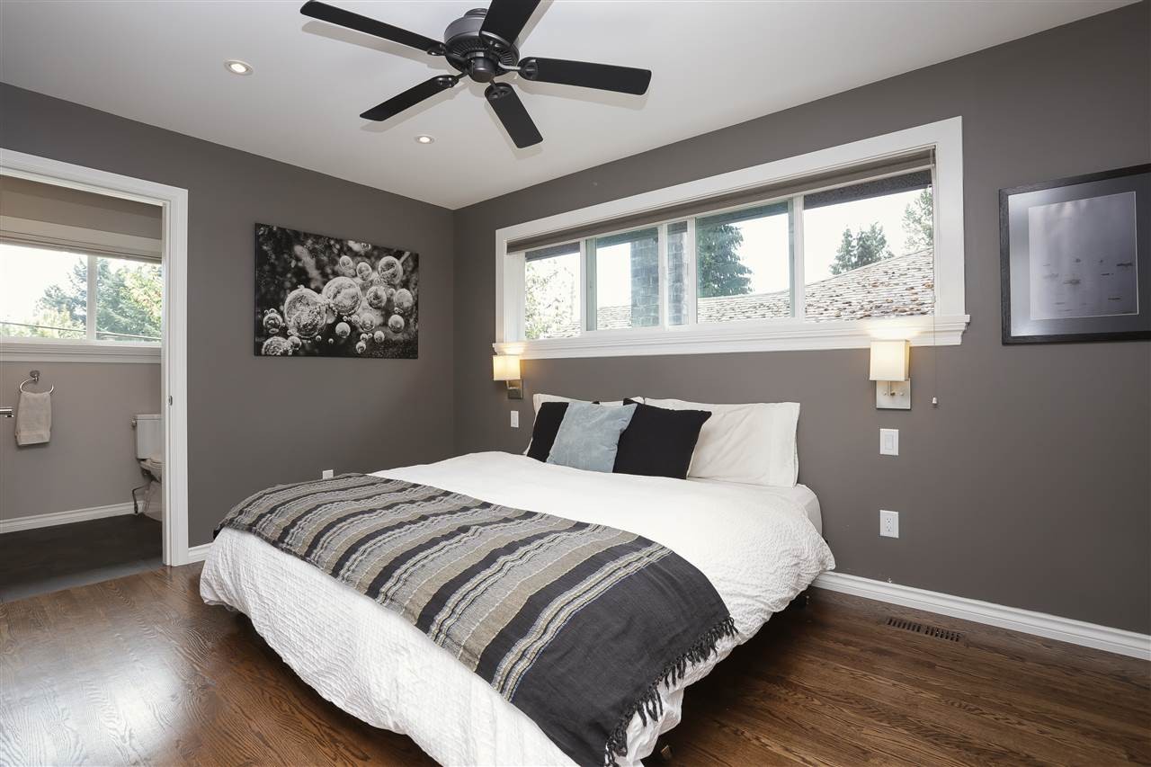 Detached at 923 PLYMOUTH DRIVE, North Vancouver, British Columbia. Image 10
