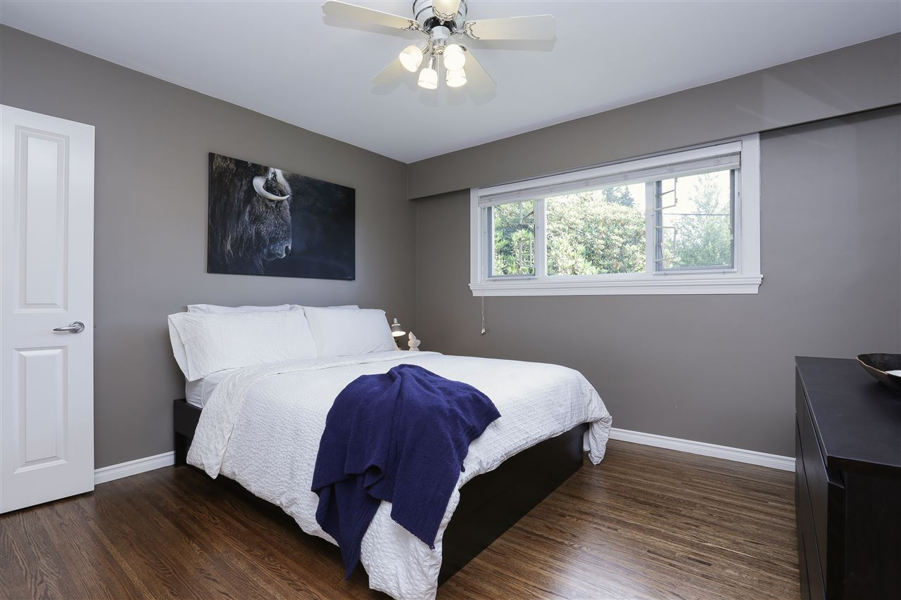 Detached at 923 PLYMOUTH DRIVE, North Vancouver, British Columbia. Image 13