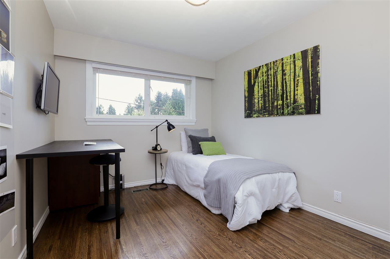 Detached at 923 PLYMOUTH DRIVE, North Vancouver, British Columbia. Image 16
