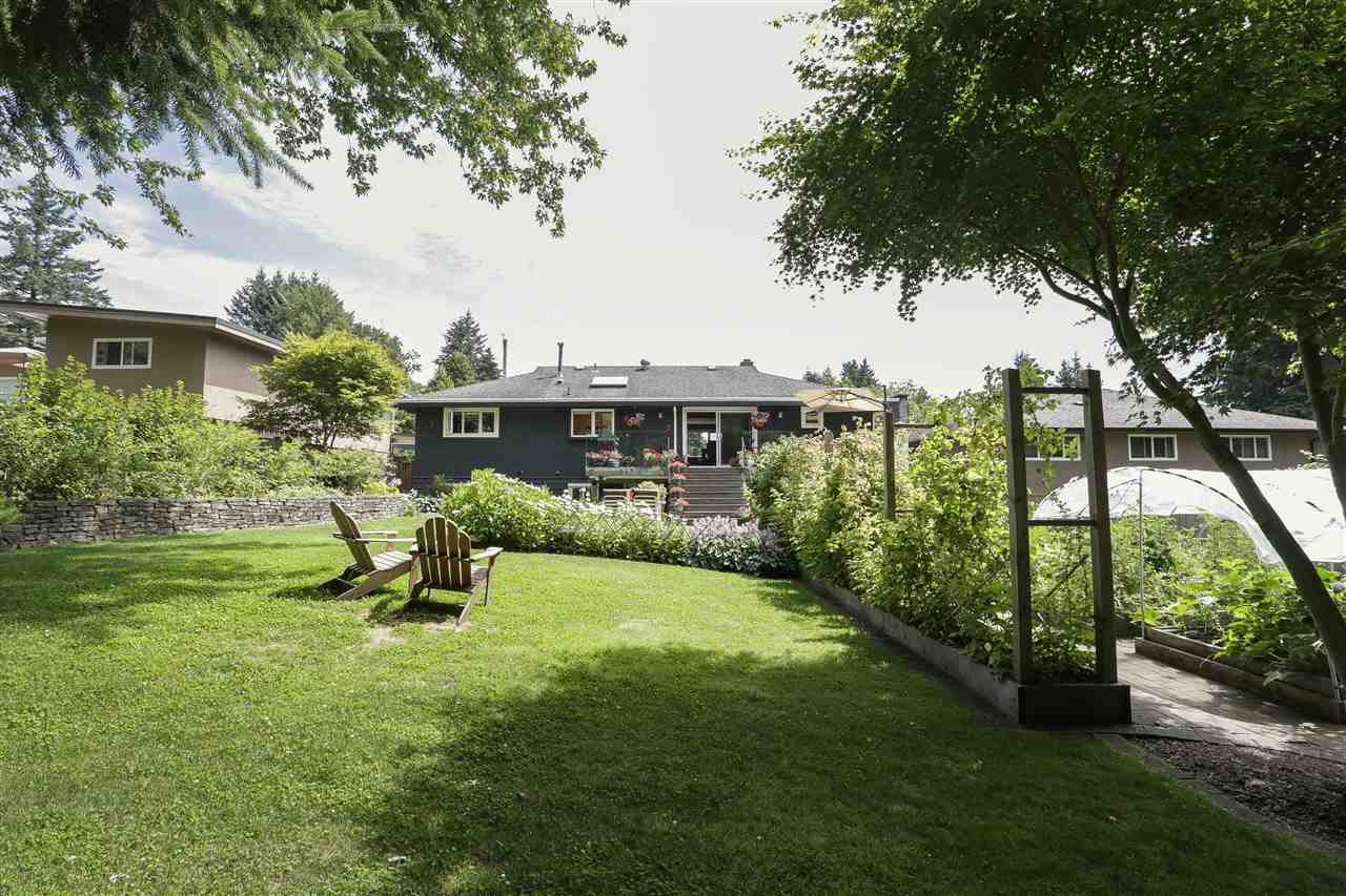 Detached at 923 PLYMOUTH DRIVE, North Vancouver, British Columbia. Image 20