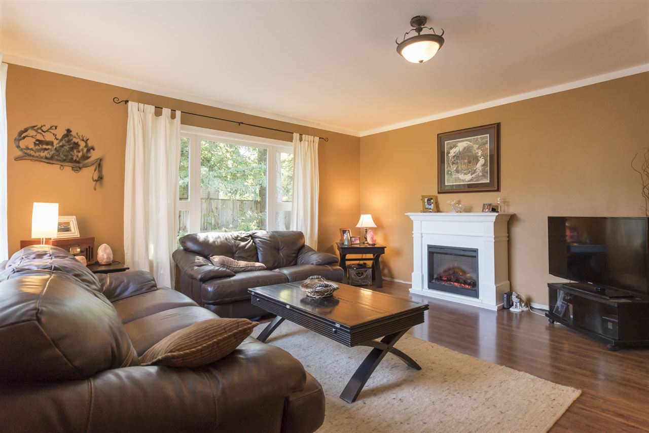 Detached at 23726 OLD YALE ROAD, Langley, British Columbia. Image 3