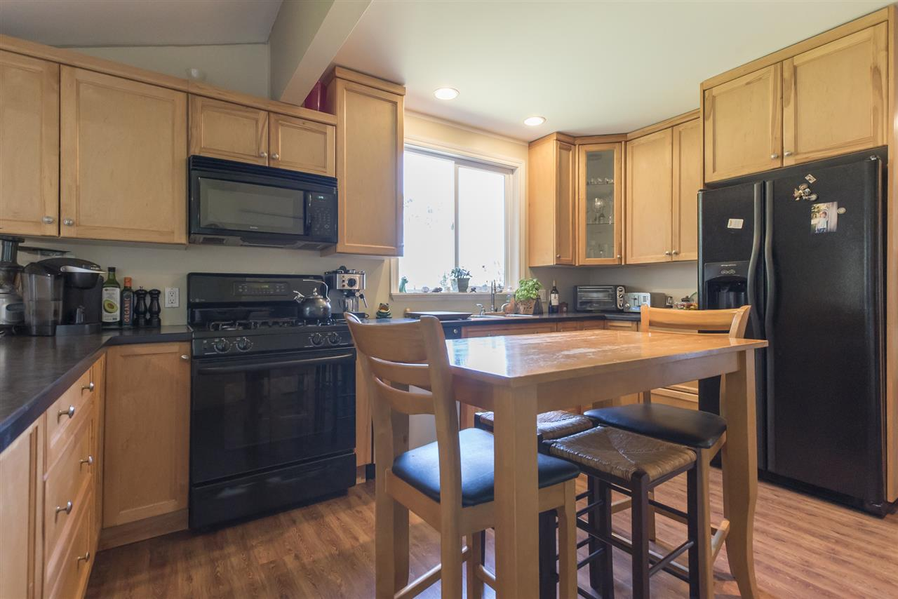 Detached at 23726 OLD YALE ROAD, Langley, British Columbia. Image 5