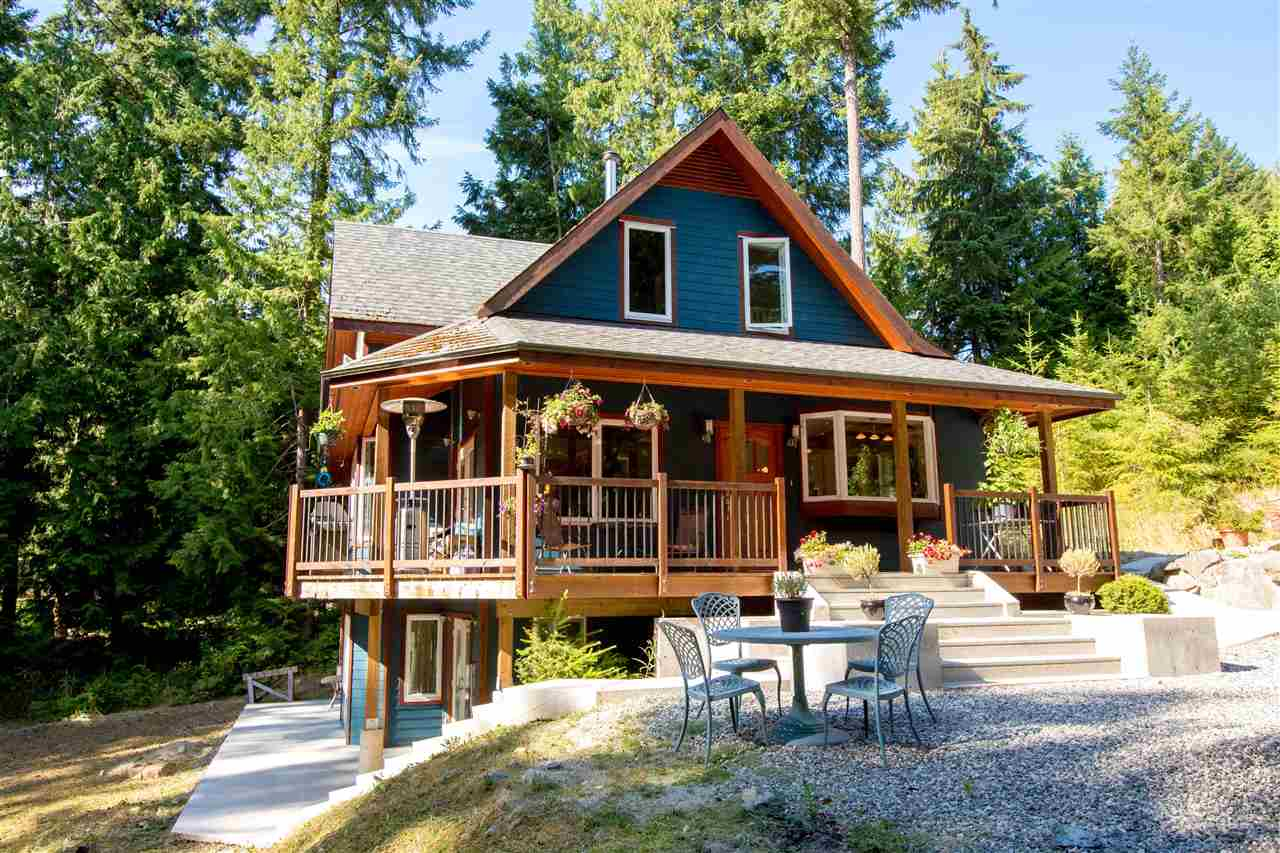 Detached at 5062 PARKVIEW PLACE, Sunshine Coast, British Columbia. Image 2