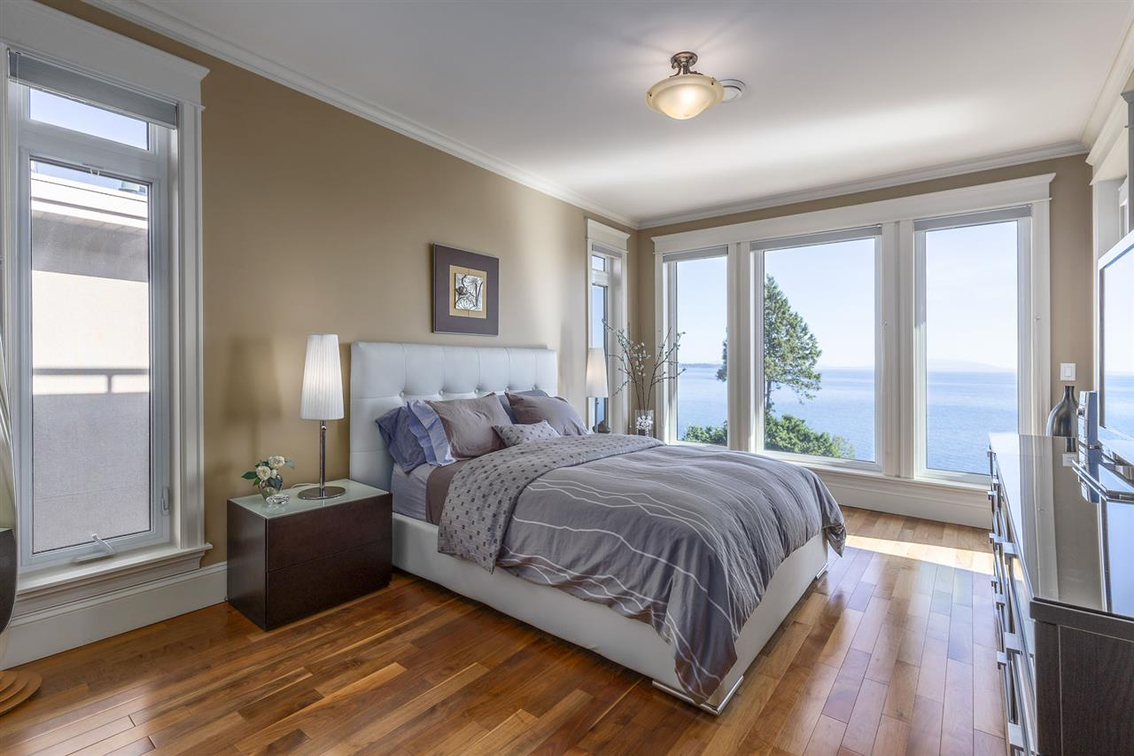Detached at 13176 13 AVENUE, South Surrey White Rock, British Columbia. Image 13
