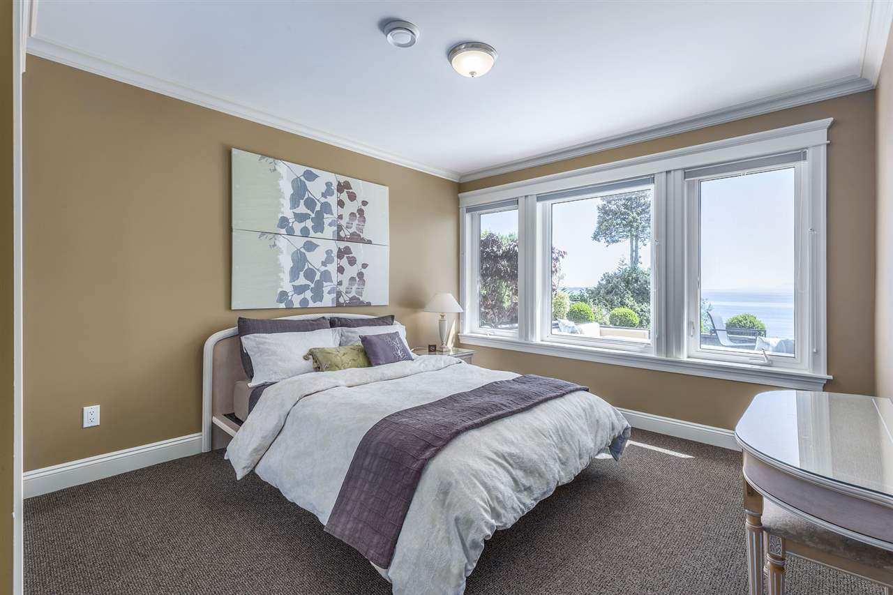 Detached at 13176 13 AVENUE, South Surrey White Rock, British Columbia. Image 16