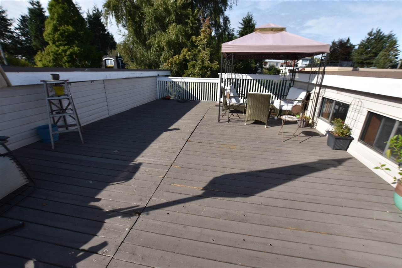 Detached at 15977 PACIFIC AVENUE, South Surrey White Rock, British Columbia. Image 3