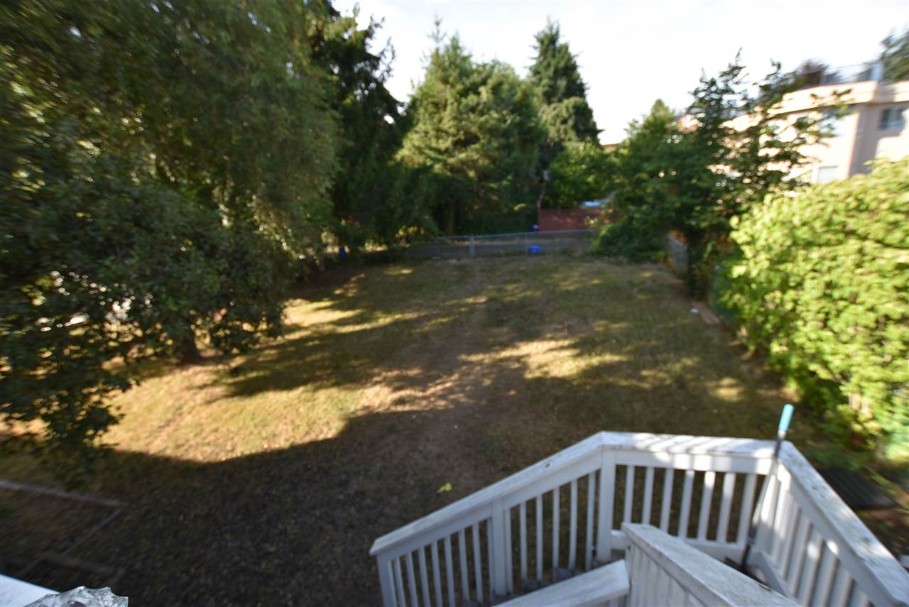 Detached at 15977 PACIFIC AVENUE, South Surrey White Rock, British Columbia. Image 8